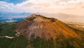 Извержения вулкана Везувий: 5 самых трагичных случаев