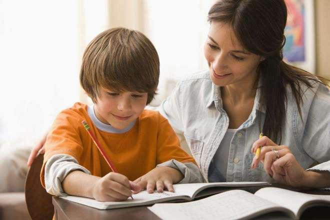 Стоит ли помогать ребенку с уроками?
