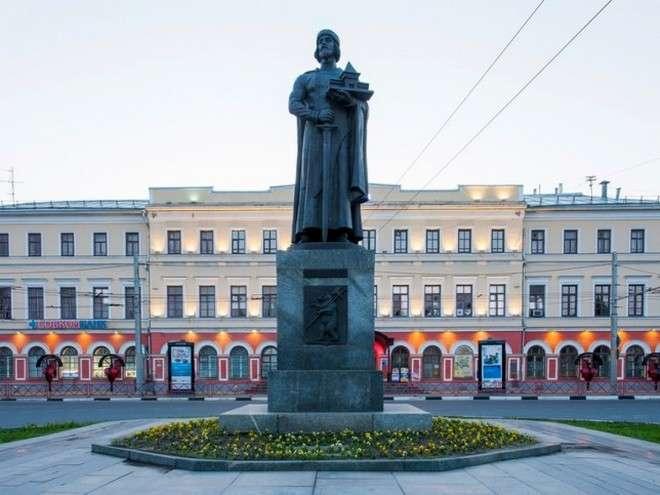 памятник основанию Ярославля
